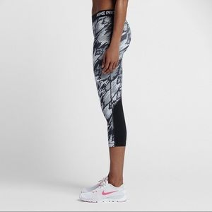 Nike Pro Overdrive Gray Camouflage Crop Leggings